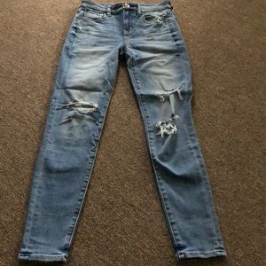 American eagle skinny ripped up jeans